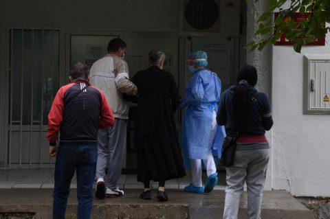 DRŽAVA NEAŽURNA, USTANOVE PRINUĐENE DA TRAŽE DONACIJE         Građani dali novac, ali testova nema